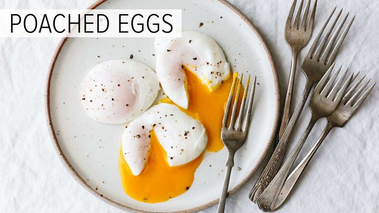 How to poach an egg (perfectly) – A video by Downshiftology